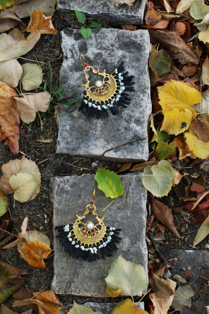 What Autumn brings - autumn look - autumn outfit - autumn street style - Autumn style - profusion earrings - gold earrings